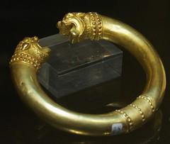 horn(0.0), rings(0.0), jade(0.0), metal(1.0), jewellery(1.0), bangle(1.0), gold(1.0), brass(1.0),