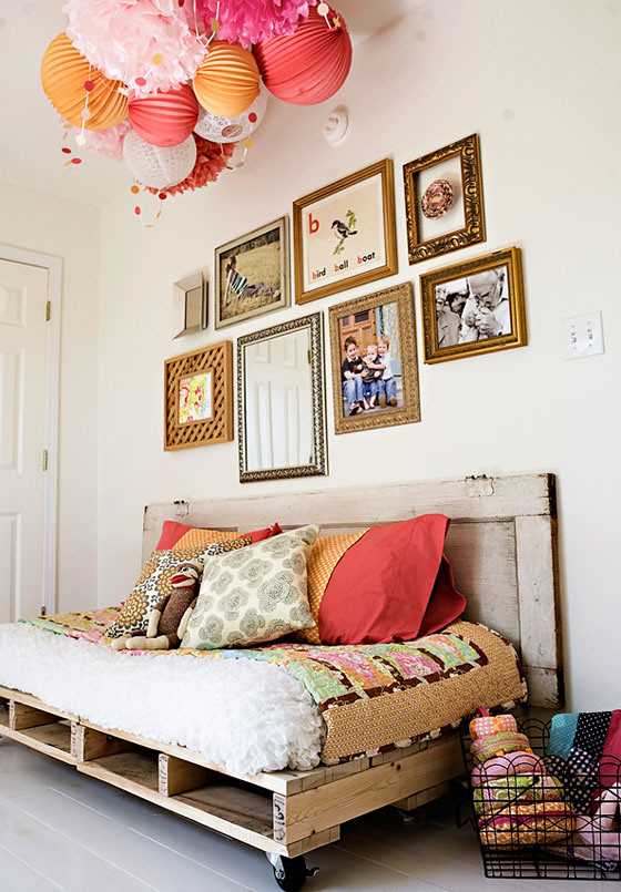 Pallet reading bed for the nursery by Ashley Ann