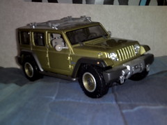 military vehicle(0.0), hummer h1(0.0), model car(1.0), automobile(1.0), automotive exterior(1.0), sport utility vehicle(1.0), vehicle(1.0), compact sport utility vehicle(1.0), jeep wrangler(1.0), jeep(1.0), off-road vehicle(1.0), bumper(1.0), land vehicle(1.0),