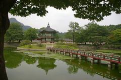 Lake's pagoda