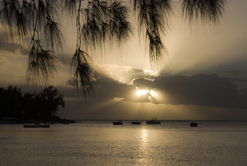ocean voyage travel sunset sea sun mer soleil interestingness nikon explore zen mauritius came coucherdesoleil îlemaurice tropiques serenite ixos mascareignes