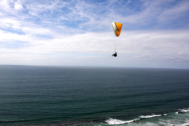 Paragliding - Flickr CC billmorrow