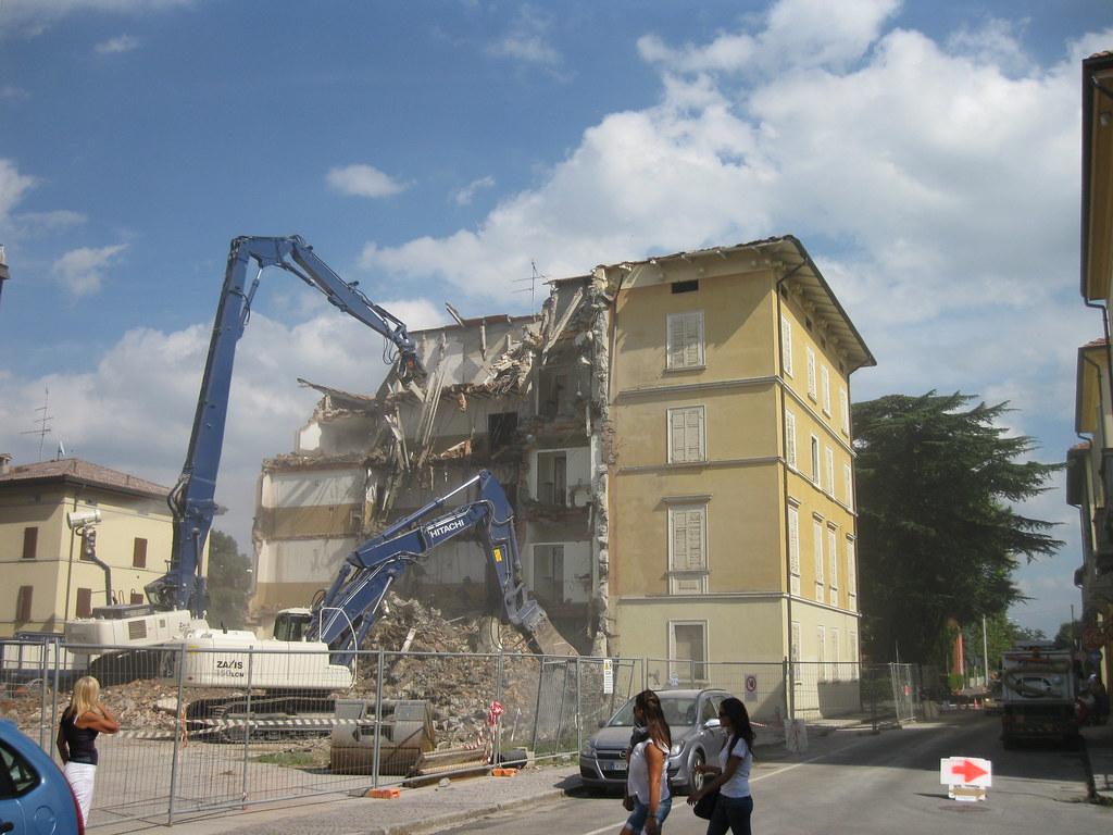 Via libera alle demolizioni di costruzioni abusive senza avviso dal Comune