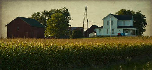 rural farm country iowa laundry clothsline countrylife