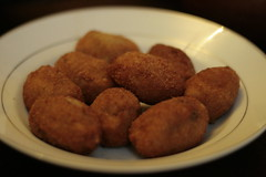 croquette, fried food, arancini, kibbeh, fritter, frikadeller, produce, food, dish, chicken nugget, cuisine, snack food, fast food, falafel,