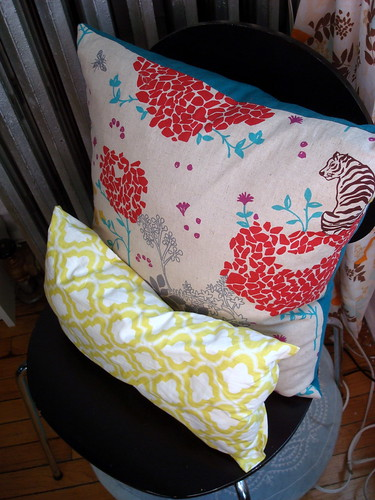 Making Your Own Throw Pillows - The Humble Nest