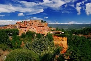 Le Village de Roussillon (An eternal ocher spot)