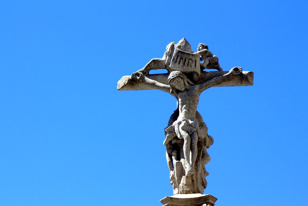 detalles del crucero de la plaza de Jacinto Benavente