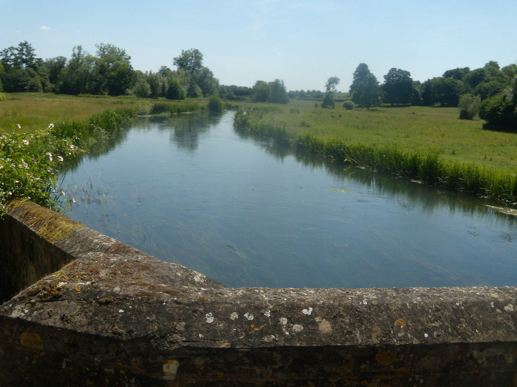 The Avon Salisbury to Stonehenge to Amesbury
