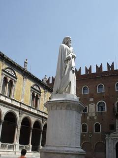 Image of  Dante Alighieri. italy monument statue unescoworldheritagesite unesco worldheritagesite verona veneto dantealighieri piazzadeisignori northernitaly piazzadelleerbe ugozannoni