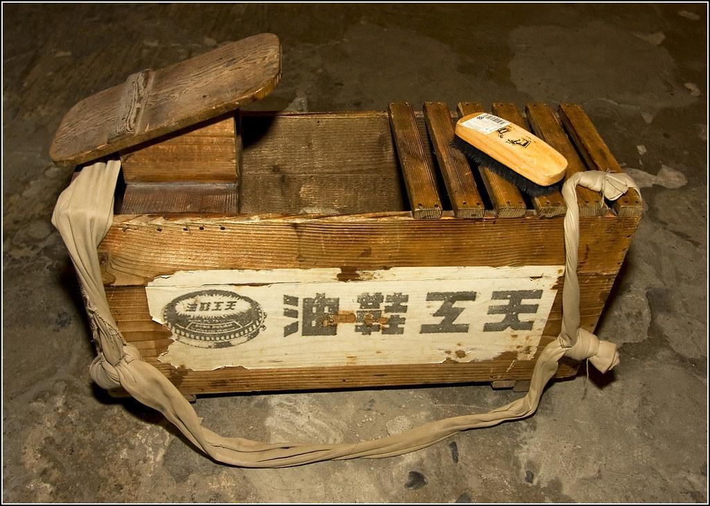 Shoeshine in Taiwan Storyland