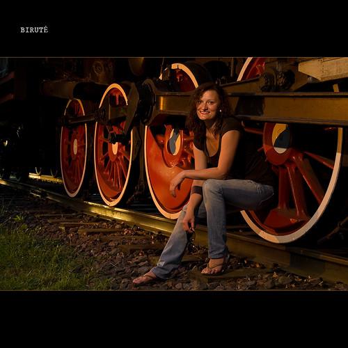 old sunset red summer woman girl smile grass station wheel lady train europe pentax flash railway baltic locomotive lithuania k10 radviliškis srobist srobistcom