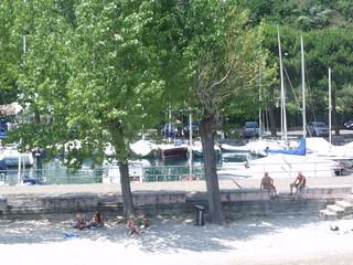 Bild av Spiaggia Pisenze. italy beach boats boat sirmione salo lakegarda lagodigarda lombardy northernitaly ferryport portese lagodibenaco manerbadelgarda lakebenaco