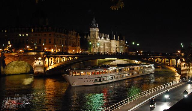 Paris - La Seine et les tours de la Conciergerie 2