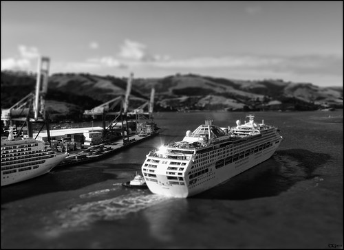 new cruise sea bw white black blur dan port leaving lumix dock sailing ship web shift hills panasonic zealand depart nz otago dunedin tilt departing goodwin tiltshift bearth fz38 fz35 pommedan
