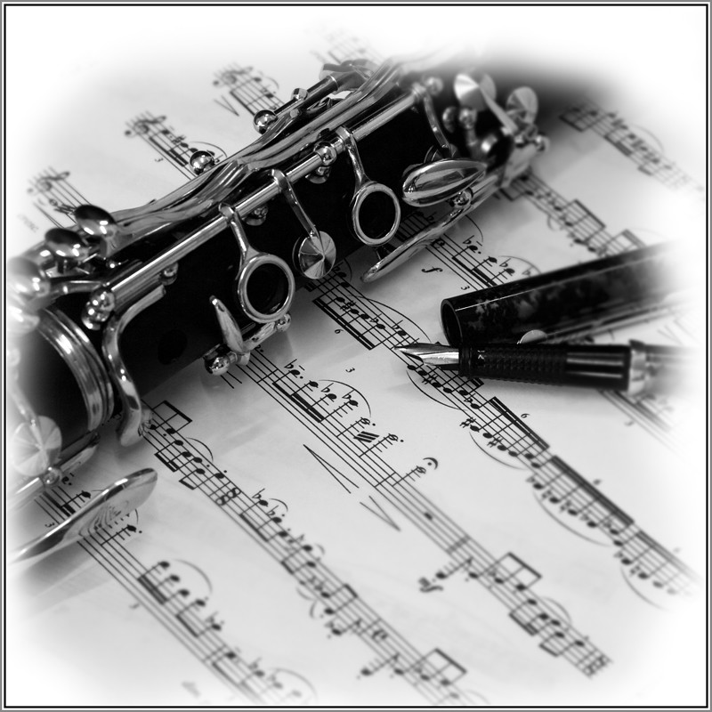 Clarinet in black and white major (only one image ...