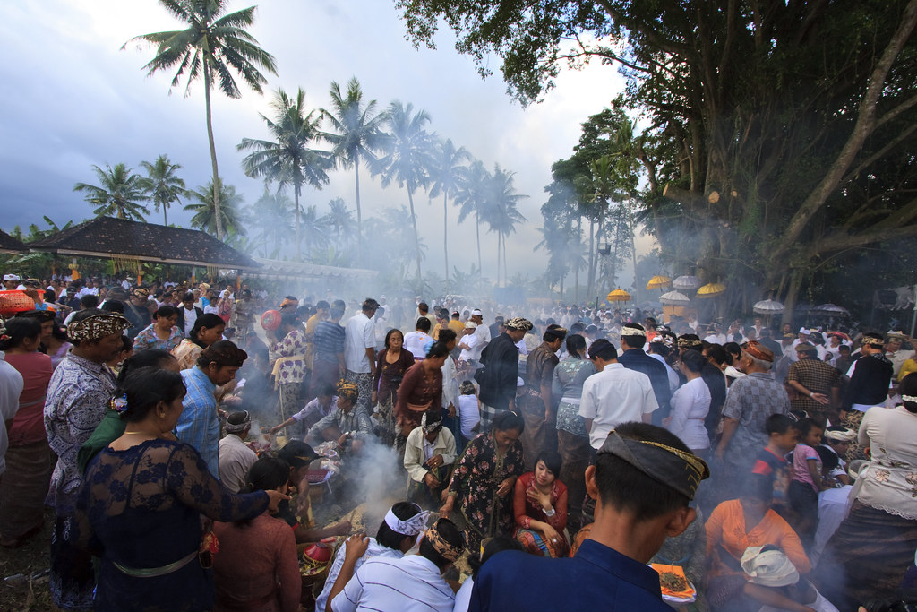 Image of Mass cremation at Mengwi following Royal Cremation of  Ida Tjokorda Istri Winten from Puri Mengwi, Badung