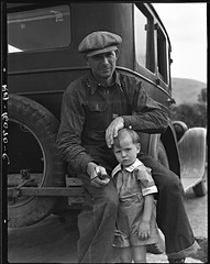 Migrant Father, Drought refugee from Polk, MI, awaiting the opening of orange pickign season at Porterville 1936, by Dorothea Lange