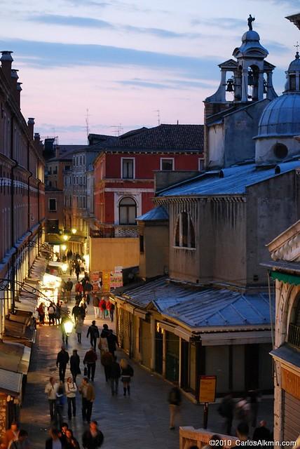 Venezia Pedonale al Tramonto - Corte dei Conti dal Ponte di Rialto