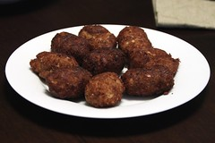 boudin(0.0), salisbury steak(0.0), produce(0.0), meatball(0.0), fried food(1.0), kofta(1.0), frikadeller(1.0), food(1.0), dish(1.0), cuisine(1.0),