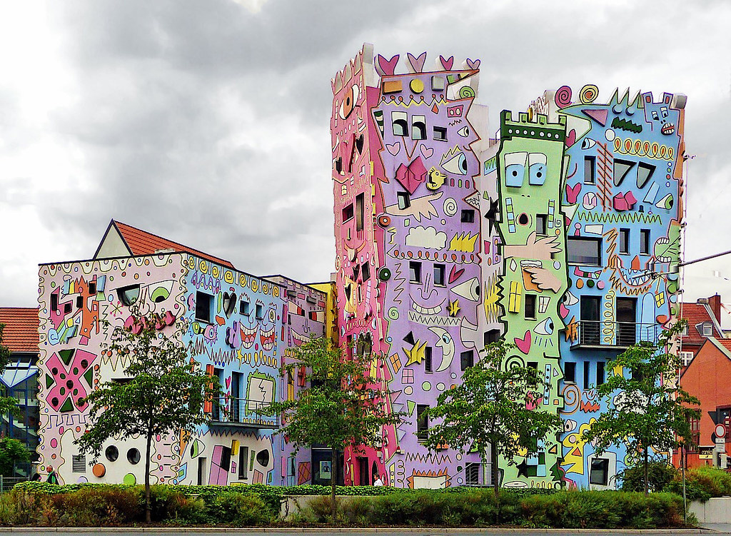Meet Colorful Rizzi - The Happiest House in The World