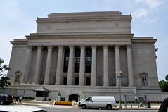 triumphal arch(0.0), tourist attraction(1.0), court(1.0), classical architecture(1.0), ancient roman architecture(1.0), landmark(1.0), architecture(1.0), roman temple(1.0), monument(1.0), facade(1.0), column(1.0),