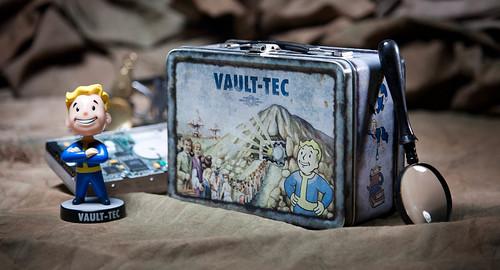 Vault-TEC lunchbox (2/3)