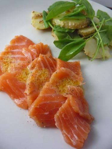 Salmón marinado: comida de navidad en Finlandia