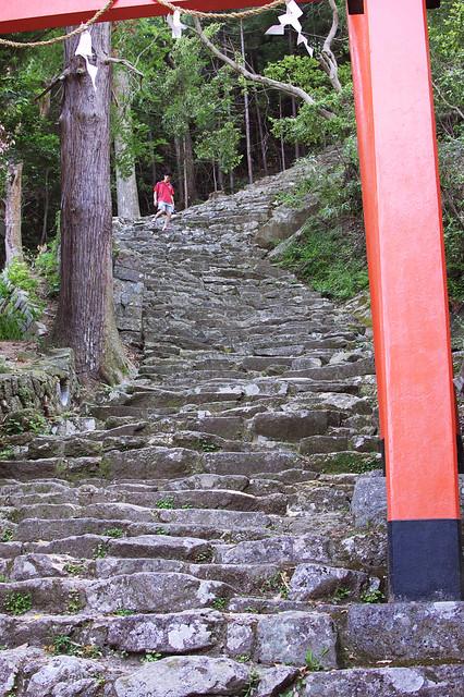 上倉神社の急な石段