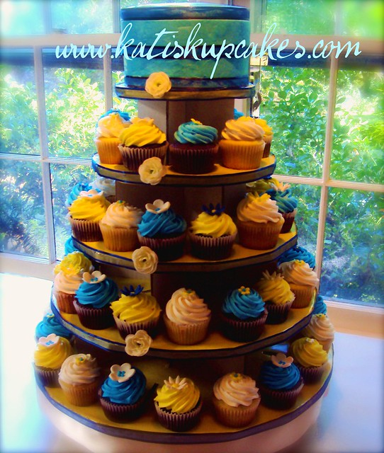 Wedding Cupcake Tower wwwkatiskupcakescom 150 cupcakes with fondant