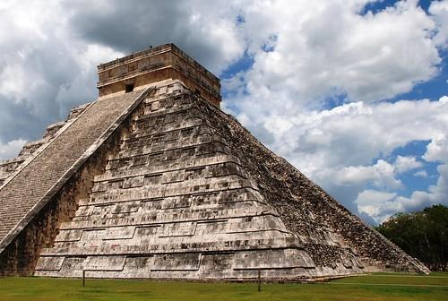 2010  Mexico 088e Piramide of Kukulcan