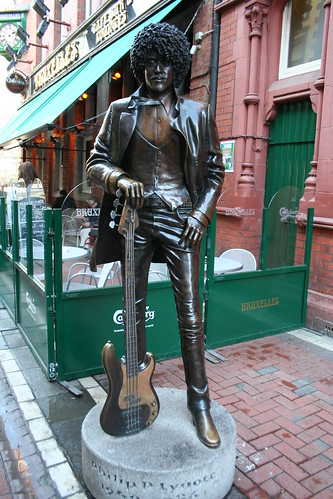 2010.02.26 Dublin 18 Harry St 03 Phil Lynott statue