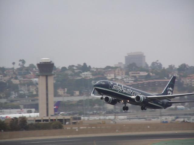 N774AS - Boeing B737-800 Alaska Airlines take off from San Diego Lindbergh Field