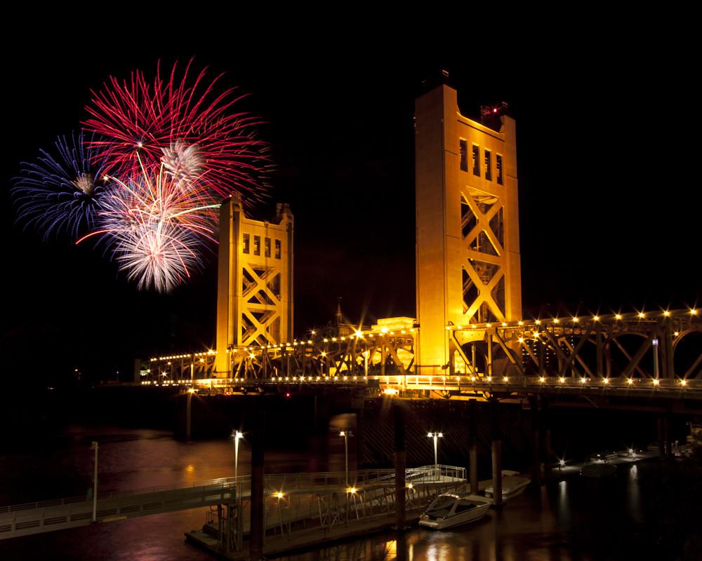 1865eea49597a9 ... Fireworks over the Sacramento Tower Bridge