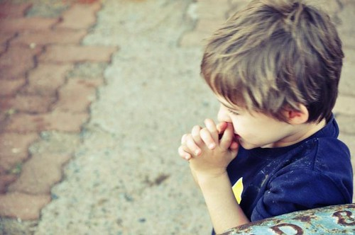 Seth child praying