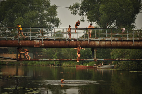Russian Kids Bridge Jumping