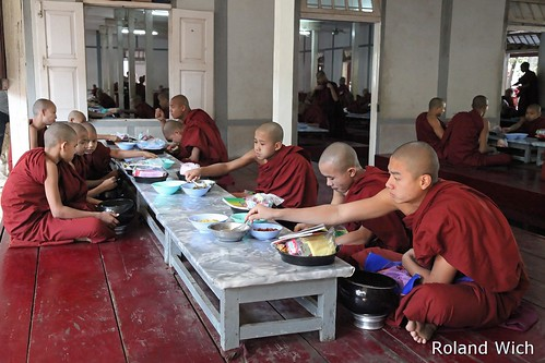 Amarapura - Monks eating at Maha Ganayon Kyaung