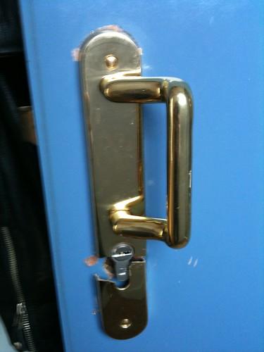 Vis bouchon sans fente sur porte pali re comment fixer for Monter une poignee de porte