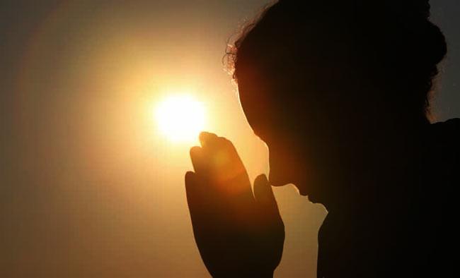 Salam buddhis namaste sotthi hotu sambil sikap anjali