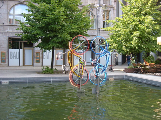 Monumento bicicletas en Fontaneplatz cerca de la Potsdammerplatz