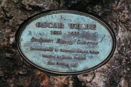 2010.02.26 Dublin 23 Merrion Sq Park 05 Oscar Wilde statue