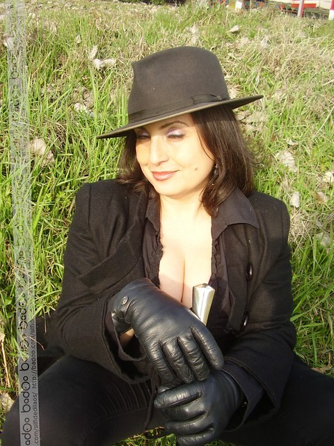 black leather gloves from the web by seahorse87100 flickr