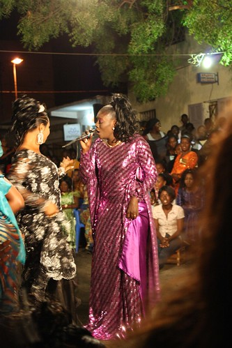 <p>This woman is a local tassoukat, who follows family footsteps in singing praises and toasting women in her neighborhood. Here, she sings the virtues of Maman Diallo.</p>