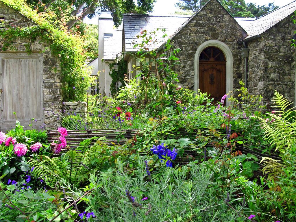 COTTAGE GARDEN   The cottage garden is a distinct style of ...