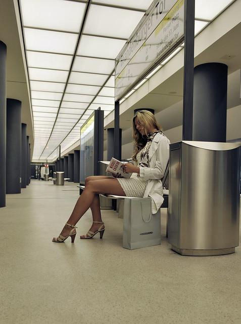 alone in the U-Bahn Station   ... mar3