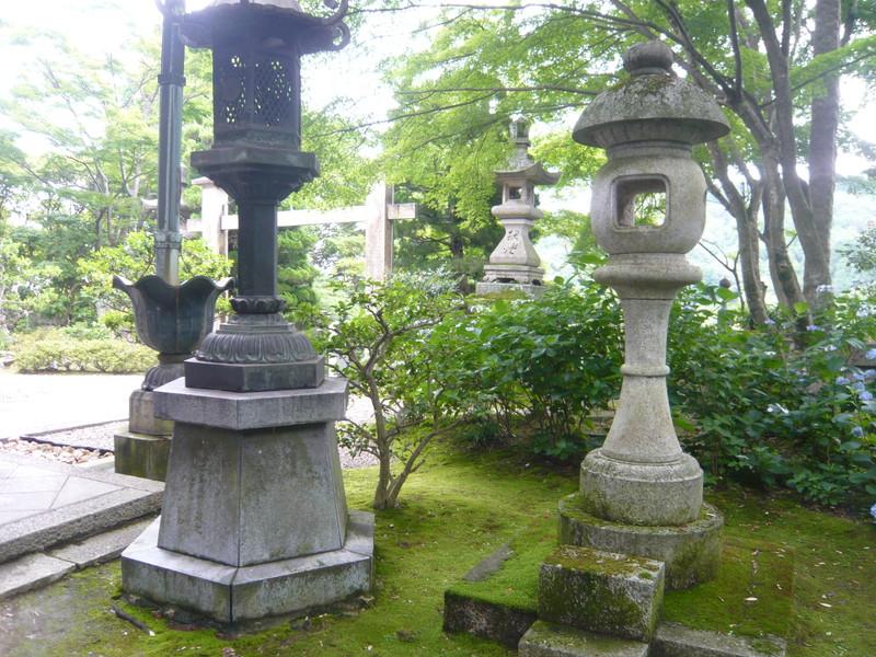 柳谷観音の灯籠