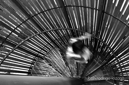 people motion méxico stairs mexico person hotel james nikon yucatan movimiento escalera yucatán merida converse mexique porcupine goingdown mérida d60 offside bajando escaleradecaracol fueradelugar descendiendo blackandwhiteurban tenisconverse rocoeno personaenmovimiento rosasxocolate rosasandxocolate