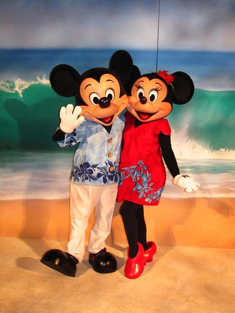 Mickey And Minnie Say Aloha At The D23 Aulani Reception Flickr Photo Sharing