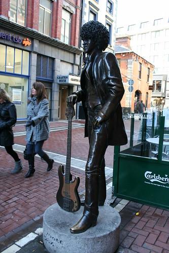 2010.02.26 Dublin 18 Harry St 04 Phil Lynott statue