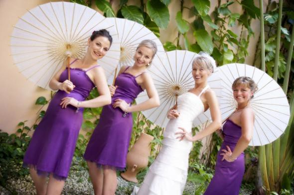 Dignified bridesmaid gowns make the white wedding dress more pure and